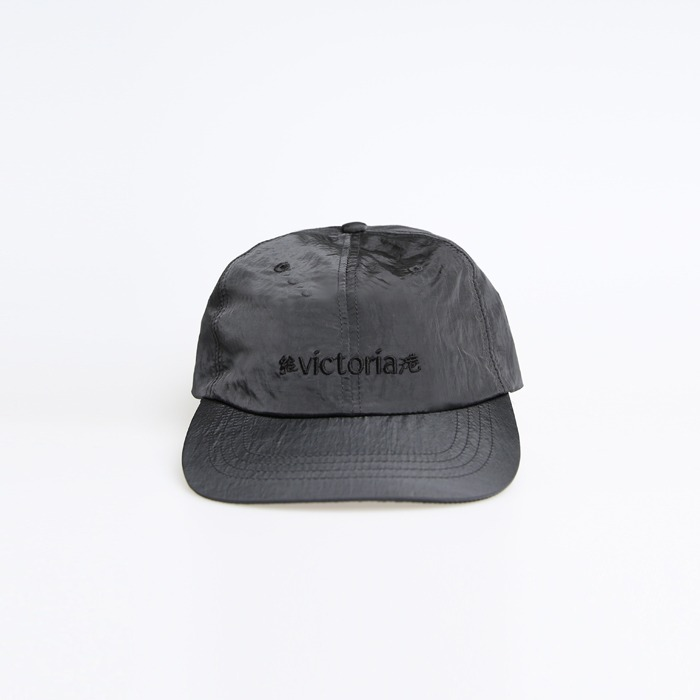 빅토리아홍콩 METALLIC NYLON LOGO CAP_BLACK